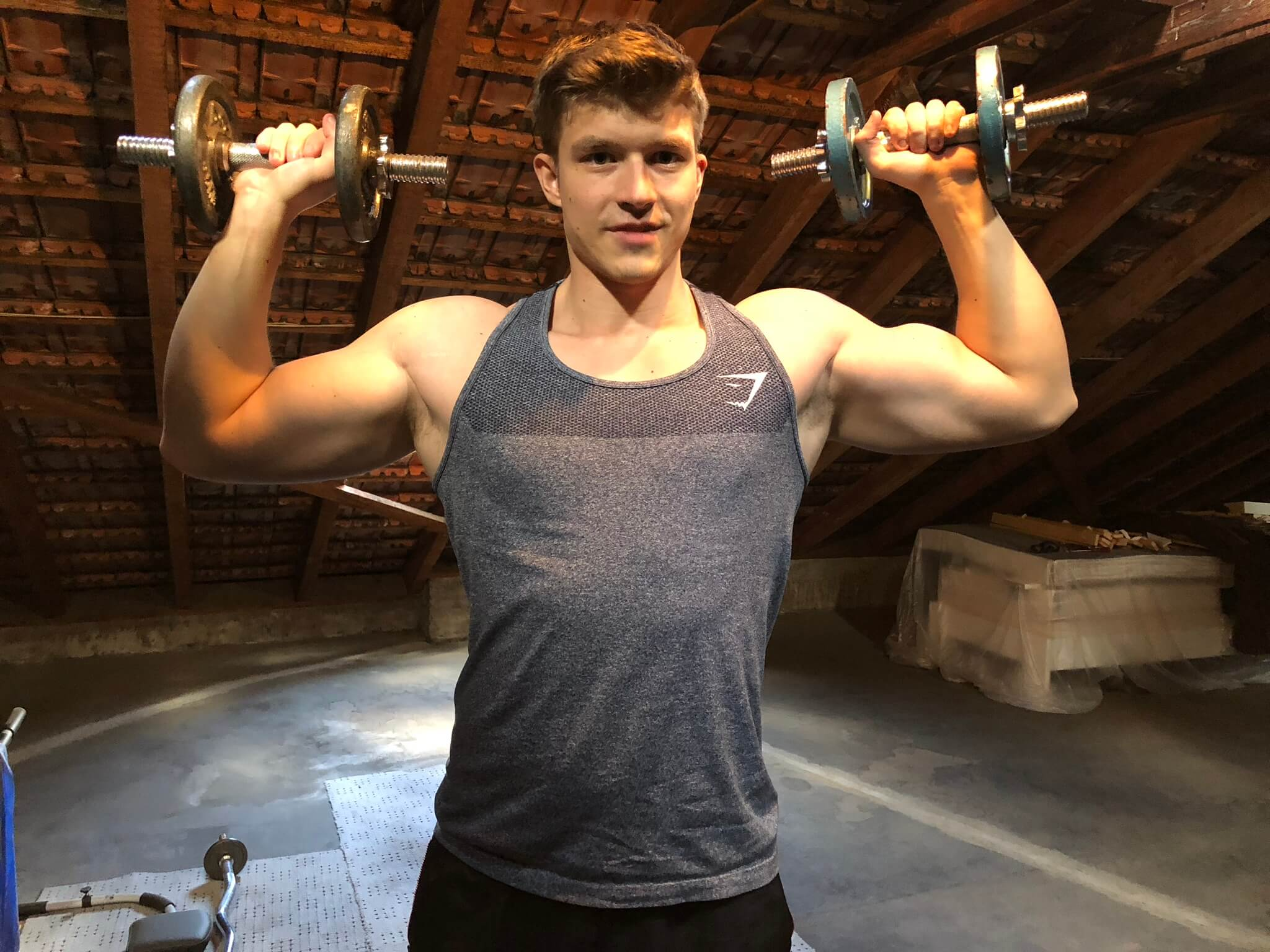 Muskelaufbau Übungen mit Schulterdrücken